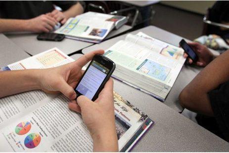 Gli smartphone in classe non sono più vietati: l'annuncio del Ministero dell'Istruzione   Teaching and Learning English through Technology   Scoop.it