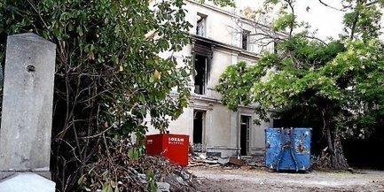Nïmes Manifestation devant l'hôtel Colomb de Daunant démoli | Patrimoine-en-blog | L'observateur du patrimoine | Scoop.it