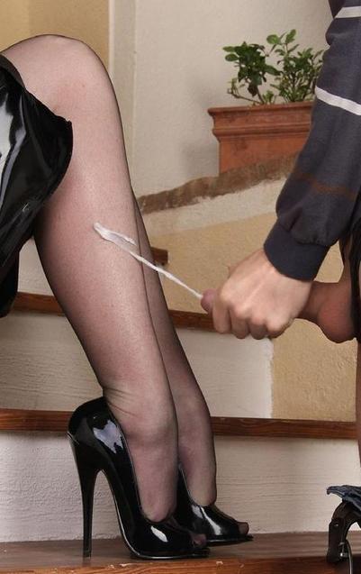 Порно фото в туфлях в контакте