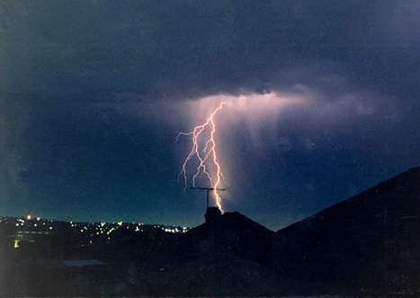 Studying lightning on Earth from space   Radio Show Contents   Scoop.it