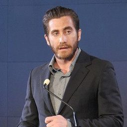 Jake Gyllenhaal Reads a Poem, Donates $5,000 to Mental-Health Care for Military Veterans | Joeygiggles Health Topics | Scoop.it