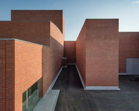 Álvaro Siza completes red brick theatre near Barcelona | Today's Modern Architects and Architecture | Scoop.it
