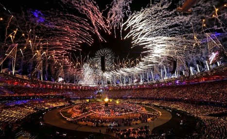 2012 London Olympics: Opening ceremony, full of surprises, features James Bond, Queen Elizabeth II | CLIK/HEAR | Multimedia, photography, video showcase of The Palm Beach Post | Bilingual News for Students | Scoop.it