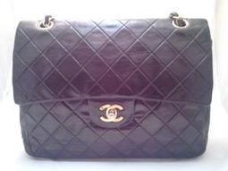 Bon Plan sur 123luxe.fr : CHANEL VINTAGE SAC JUMBO DOUBLE RABAT NOIR HANDBAG | Les sacs et accessoires de luxe Vuitton, Chanel et Hermès | Scoop.it