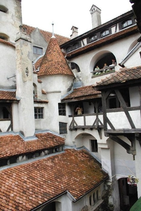 Dracula's Castle – GC5D8 – GEOCACHE OF THE WEEK – November 29, 2012 – Latitude 47 | Hammer Horror Podcast | Scoop.it