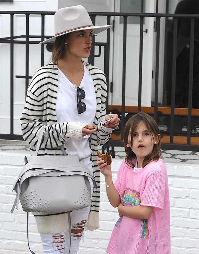 e2e0c440b72e The Many Bags of Celebrity Moms