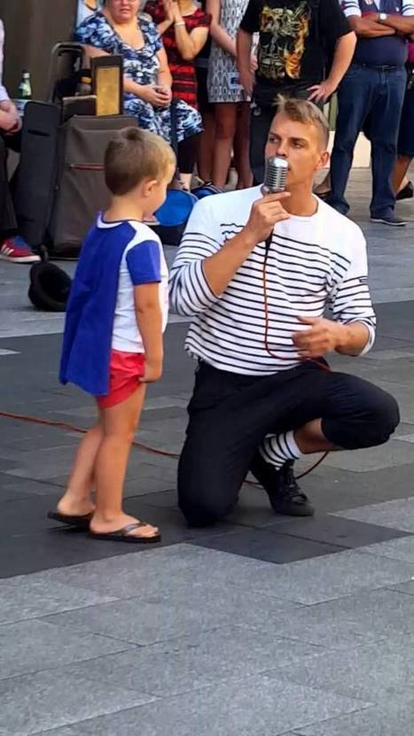 Child steals hearts for French Street Performer - Adelaide - Street I Am -   busking   Scoop.it