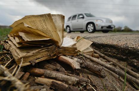 Il se débarrassait de livres en les jetant sur l'autoroute, de sa voiture | Art et littérature (etc.) | Scoop.it