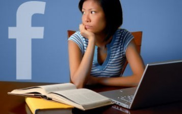 """For Students, What Is the """"Facebook Effect"""" on Grades? 