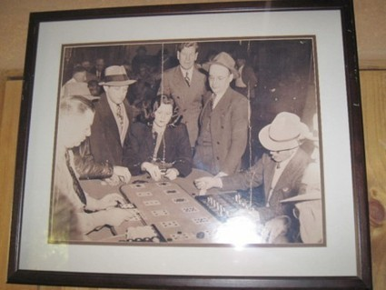 As Usual, A Lady Gambler Draws A Crowd | Sex History | Scoop.it