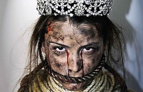 Pour protester, Miss Univers 2009 pose ensanglantée et bâillonnée | Tendances publicitaires et marketing | Scoop.it