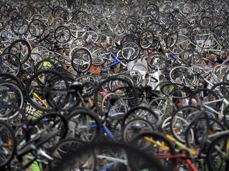 Photo originale : des centaines de cyclistes...   RoBot cyclotourisme   Scoop.it