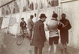 Au vélodrome - L'Histoire par l'image | GenealoNet | Scoop.it