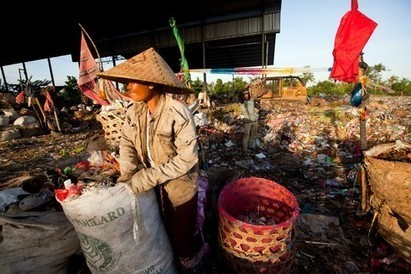 "Cleaning-up Bali, making fuel from plastic (""1 kg of plastic = 1 lt. of fuel; smart & simple systems"") 
