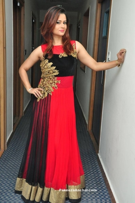 Anchor Shilpa Chakravarthy in Long Frock Sleeveless Dress with Gold Patch  work