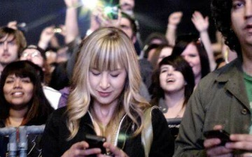 75% of Worldwide Cellphone Users Send Text Messages [STUDY] | All Technology Buzz | Scoop.it