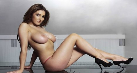 Lucy Pinder sesso lesbico