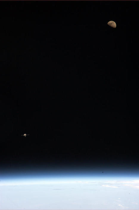Lovely Image from Space: Earth, Moon and Approaching Spacecraft | Organic Pathos | Scoop.it