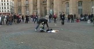 Un policier aspergé de liquide allume-feu lors d'une manif anti-mariage gay? La vérité en images  #mpt | Histoire8 | Scoop.it