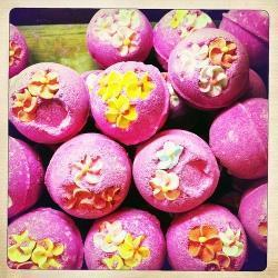 How To Make Homemade Fizzy Bath Bombs | Crafts & DIY | Scoop.it