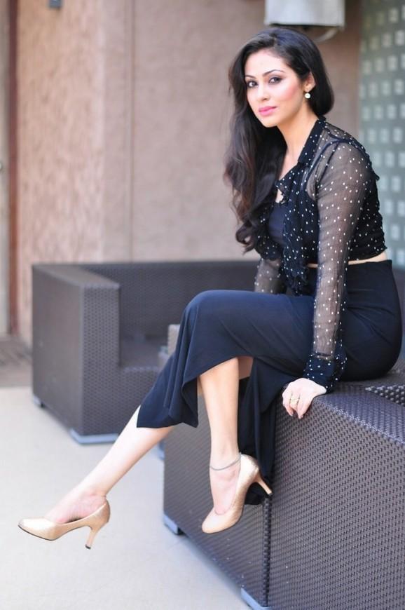 Telugu Actress Sada Latest Photoshoot In Black