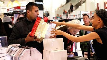 Early forecast calls for stronger holiday season for retailers