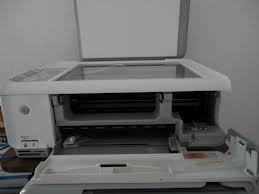 How do you replace the printhead in an HP printer?