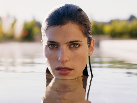 In a World . . . Poster - Signed by Lake Bell - South Florida Movie Reviews by I Rate Films   Film reviews   Scoop.it