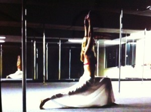 Introducing POGA – Pole Dance and Yoga Fusion : poledanceaus ... | Pole Dance Italy | Scoop.it