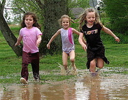 Girls who play in dirt grow up healthier according to researcher | Family Friendly Learning | Scoop.it