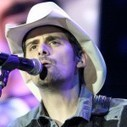 "Country star Brad Paisley releases bizarre ""Accidental Racist"" song 
