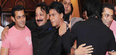 Salman and Shahrukh Hugs Each Other on Iftaar Party | Entertainment | Scoop.it