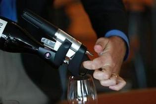 High-tech corkscrew takes wine from uncorked bottle - Boston Globe | 'Winebanter' | Scoop.it