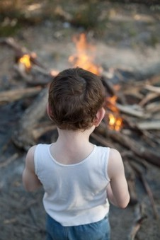 A few words from me here on fires! Growing up on Fire: A Lifeways Children's program is kindling! » Sacred Fire Community | I love my world - natural outdoor play | Scoop.it