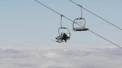 Coronavirus : le gouvernement annonce des aides pour les stations de ski, les remontées restent fermées