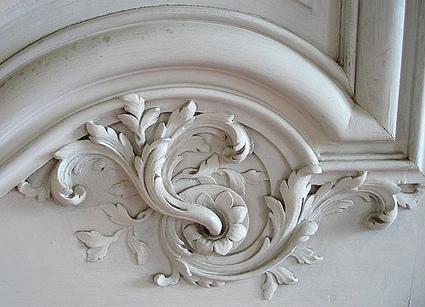 moulures décoratives au mur ou au plafon