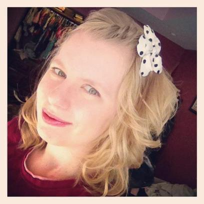 "#VoliHero Annie Shultz aka ""Mama Dweeb"" - DJ, Mama in the Midwest & Blogger: Fun, Fashion, Food & Family!   Housewife Heroes   Scoop.it"