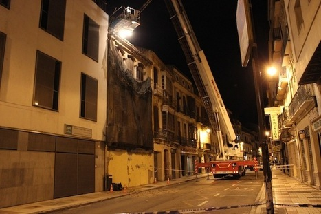 El riesgo de derrumbe obliga a Bomberos a 'sanear' un tejado en Carretería Territorio Málaga   La actualidad más de cerca   Cosas de mi Tierra   Scoop.it