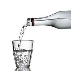 La botella que se llena de agua sola   About Biochemistry   Scoop.it