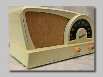 Painted Bakelite Truetone Tube Type AM Table Radio | Vintage Passion | Scoop.it