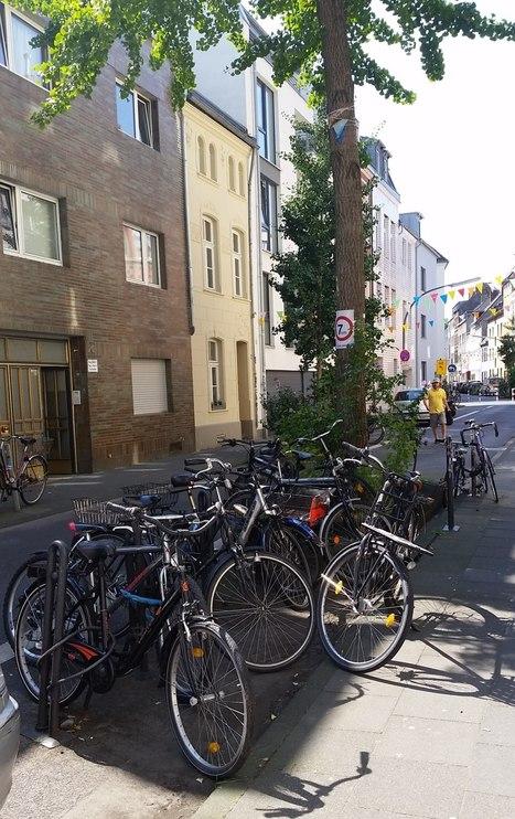 Einfache, aber effektive Förderung des Radverkehrs: Gedanken zur Platzierung von Radabstellanlagen in Wohngebieten | faradise | Scoop.it