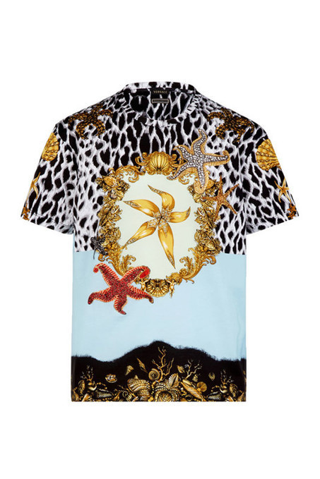 Versace Tribute Collection  5 T-shirt in 5 stampe iconiche Versace anni  90  - Vogue.it 21627bc0d646