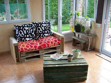 place au confort avec le canap palette. Black Bedroom Furniture Sets. Home Design Ideas