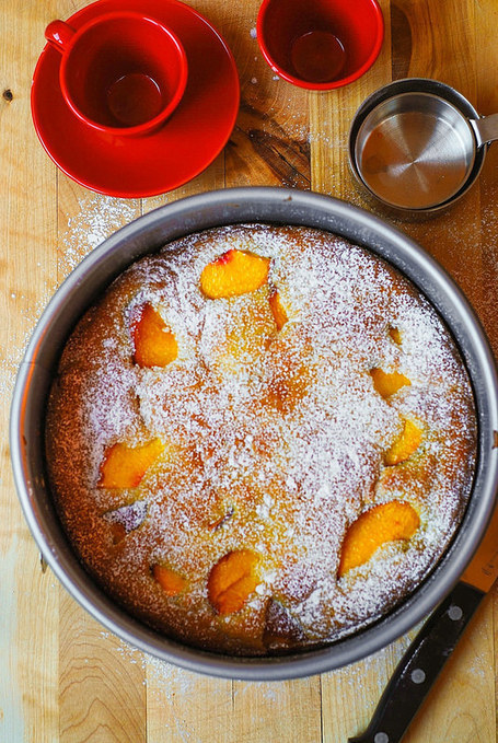 Peach yogurt cake (gluten free) | The Man With The Golden Tongs Goes All Out On Health | Scoop.it