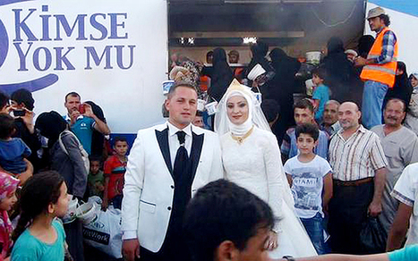 Meet the Turkish couple who spent their wedding day feeding 4,000 Syrian refugees | Social Media Slant 4 Good | Scoop.it