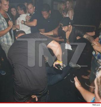 Buzz: Justin Bieber agréssé cette nuit dans une discothéque ! (photo TMZ) | cotentin webradio Buzz,peoples,news ! | Scoop.it