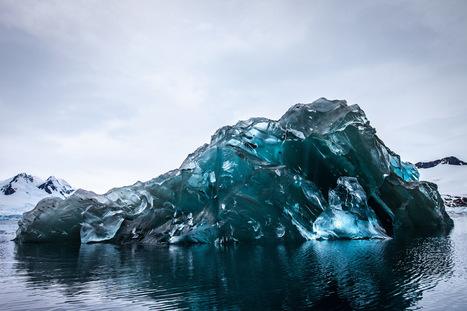 L'image de la semaine : un iceberg retourné dévoile son époustouflante partie immergée dans l'océan Antarctique   Reg'Art Metis   Scoop.it