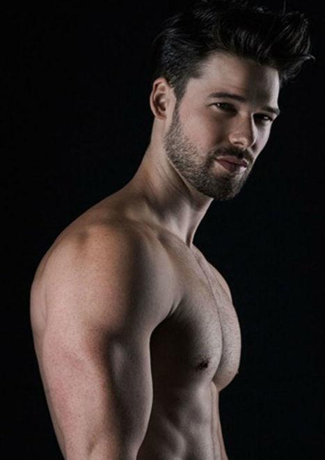 Bulge Alert: Matthew Hartwig Wears Oryx Underwear | THEHUNKFORM.NET | Scoop.it