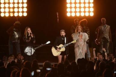"Country Music Awards Deny Beyonce Snub | ""FOLLIEWOOD"" 