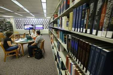 The new college library: Fewer books, more noise, more space - Daytona Beach News-Journal | Future Focus Learning in Australian School Libraries | Scoop.it